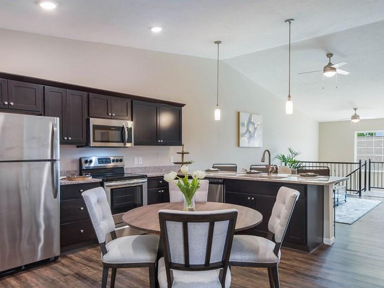 Ypsilanti MI Apartment Rentals Redwood Apartment Neighborhoods Nautica Pointe Redwood Ypsilanti Ironwood Kitchen
