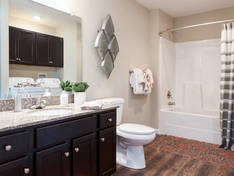 Reynoldsburg OH Apartment Rentals Redwood Blacklick Point Bathroom