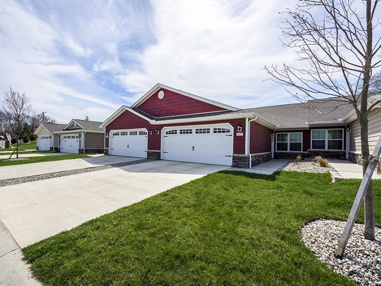 Dayton OH Apartment Rentals Redwood Devonshire Two Car Garage