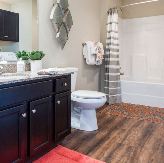 Washington OH Apartment Rentals Redwood Hawthorne Gate Bathroom