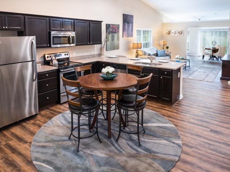 Sugarcreek Township OH Apartment Rentals Redwood White Oaks Landing Kitchen