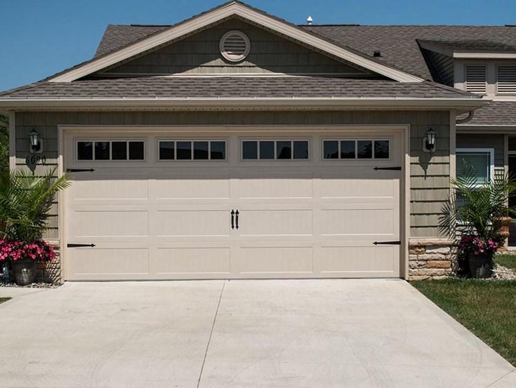 Plainfield IN Apartment Rentals Redwood Chatham Glen Two Car Garage