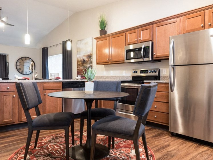 Noblesville IN Apartment Rentals Redwood The Hamptons Kitchen
