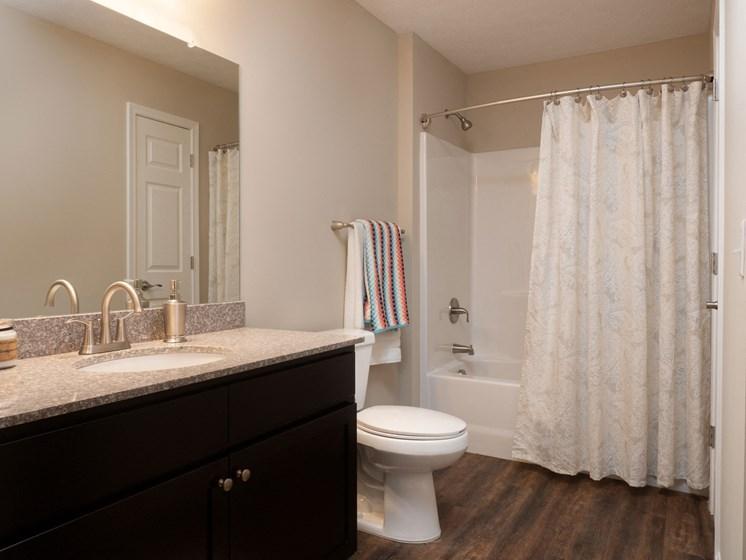 Grimes IA Apartment Rentals Redwood Pepperwood Glen Redwood Grimes Bathroom