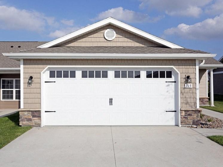 Waukee IA Apartment Rentals Redwood Somerset Oaks Two Car Garage