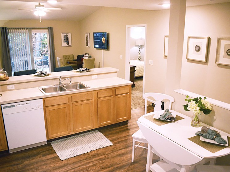 Olmsted Township OH Apartment Rentals Redwood Arbors Of Olmsted Updated Kitchen2