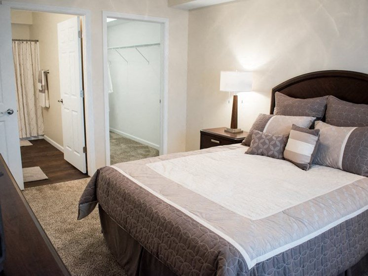 Akron OH apartment rentals Redwood Akron bedroom