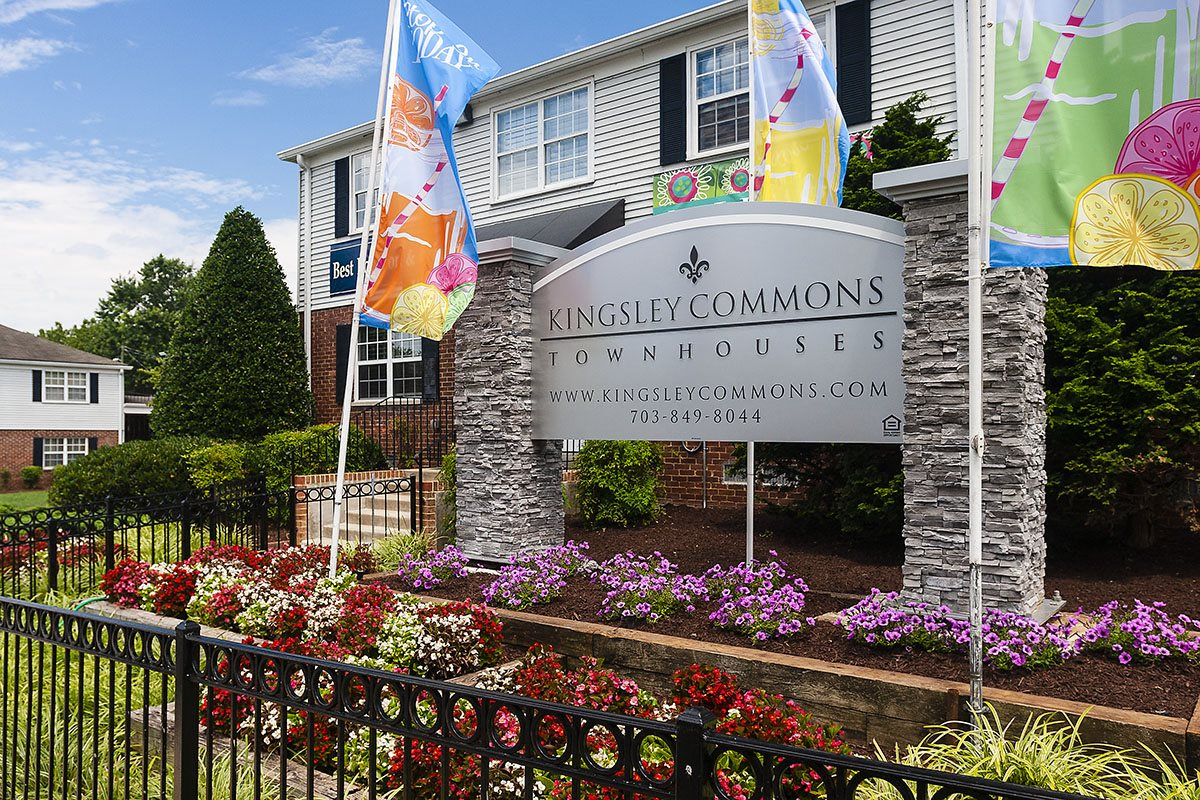 Kingsley Commons Townhouses Entrance Signage