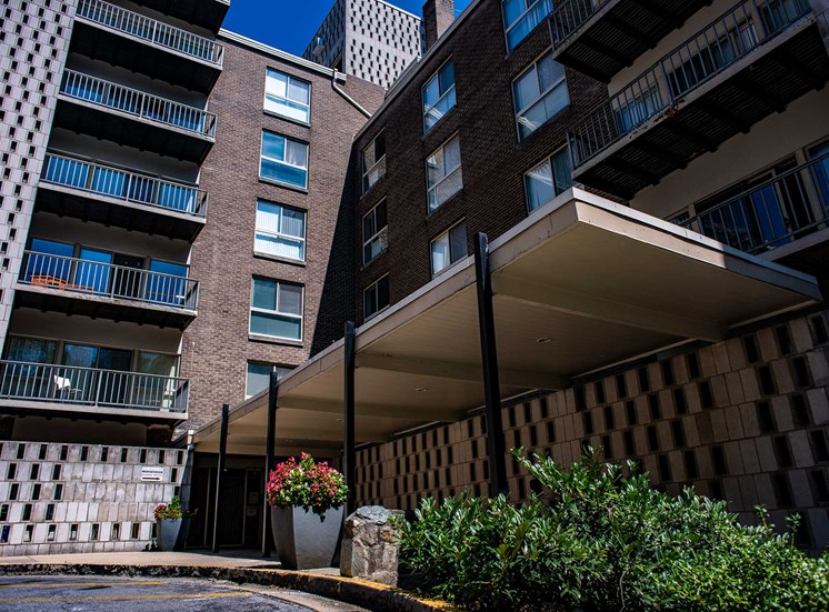 Silver Spring House Apartments Covered Entry