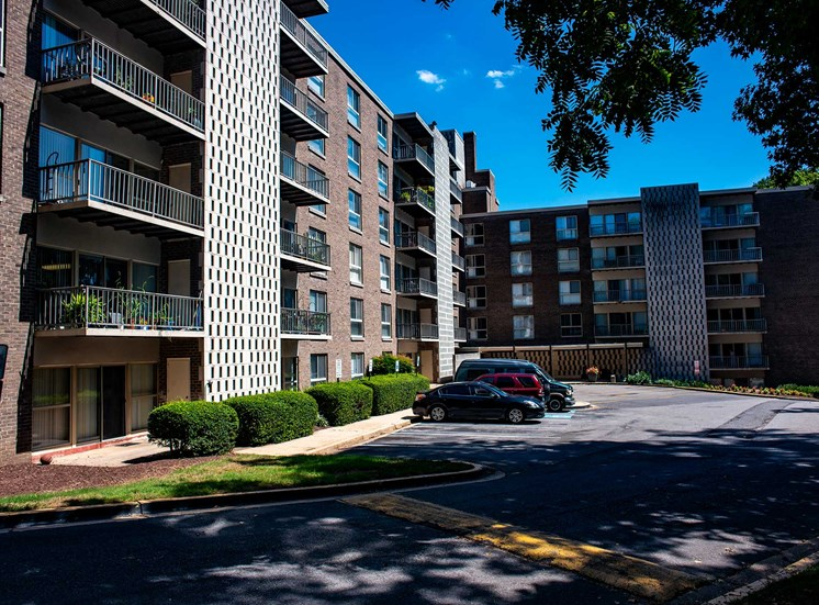 Silver Spring House Apartments Shaded Parking Lot