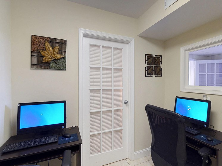 business center with computers at Gainsborough Court Apartments, Fairfax, Virginia