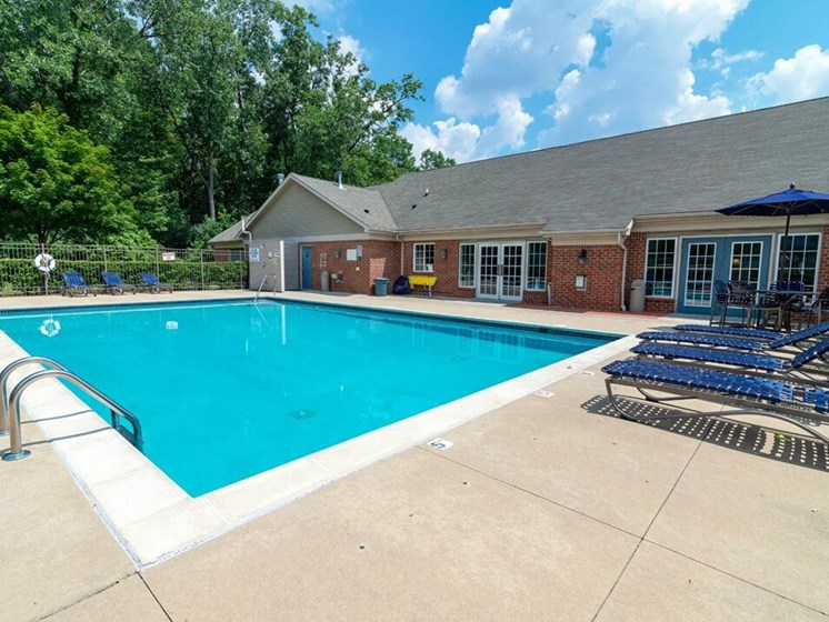 Taylor MI apartments with swimming pool