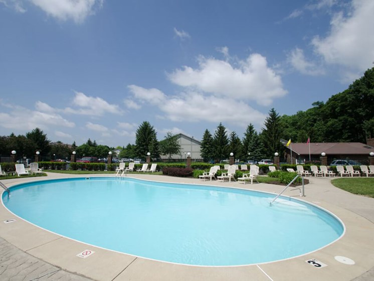swimming pool in Maumee