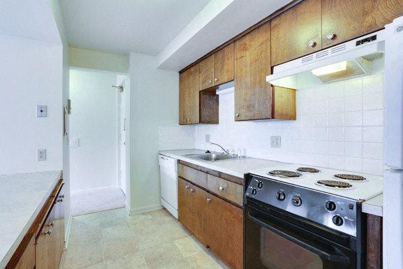 Berkley Manor in Kenmore NY - Fully Applianced Kitchen