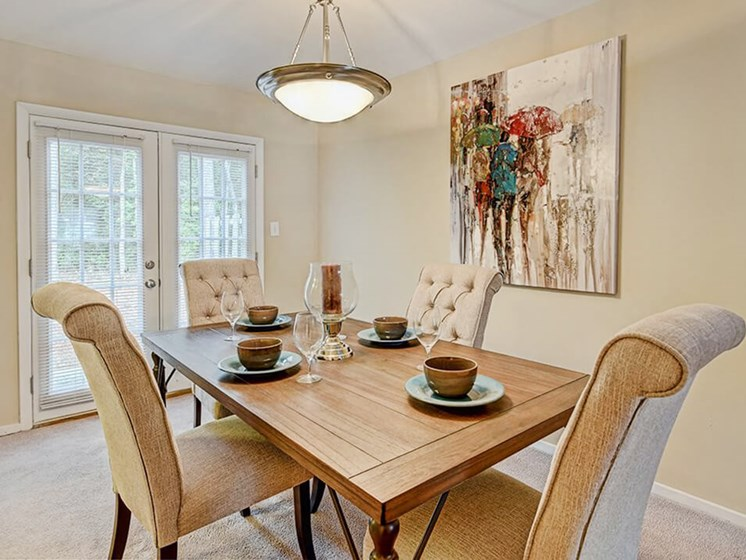 dining area at Southgate Apartments