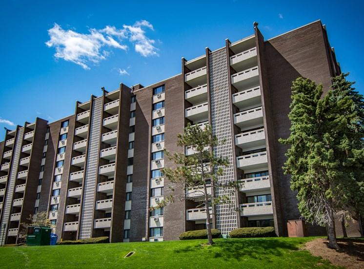 Carriage Park Apartments 400 Camelot Court Back