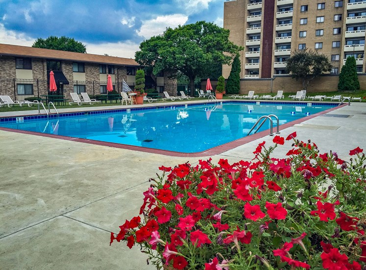 Carriage Park Apartments Swimming Pool