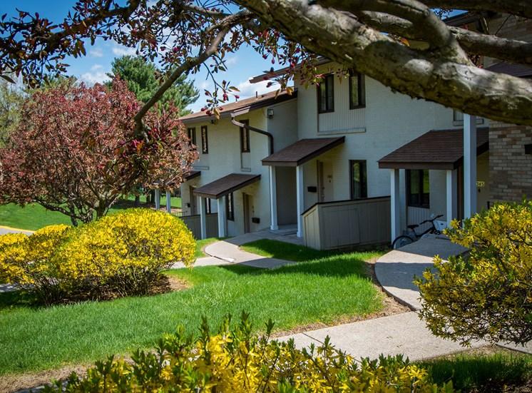 Carriage Park Apartments Landscaped Property 27