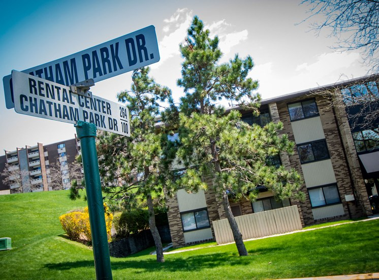 Carriage Park Apartments Street Sign
