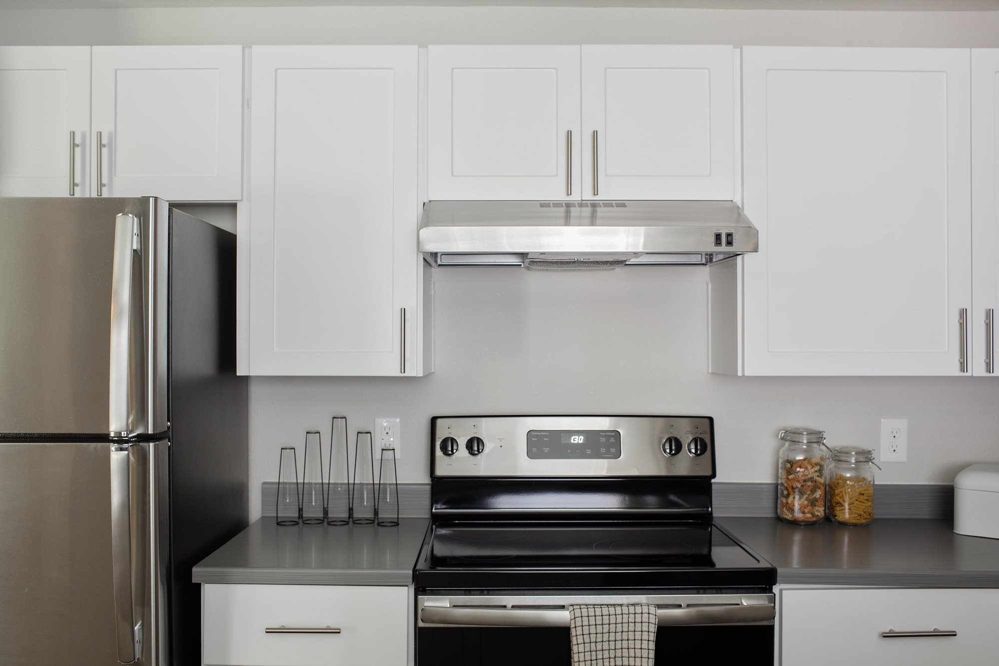 The Pointe Apartments Kitchen Counter and Appliances