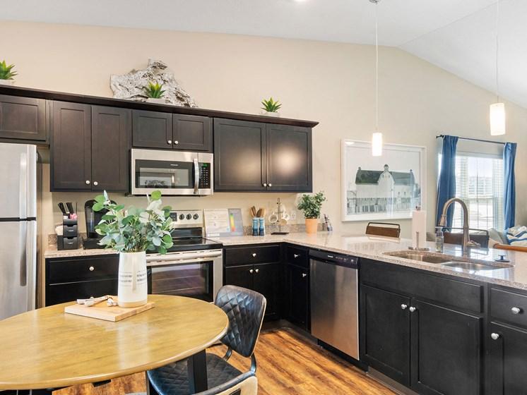 Warsaw Indiana apartment rentals Redwood Warsaw Forestwood Kitchen