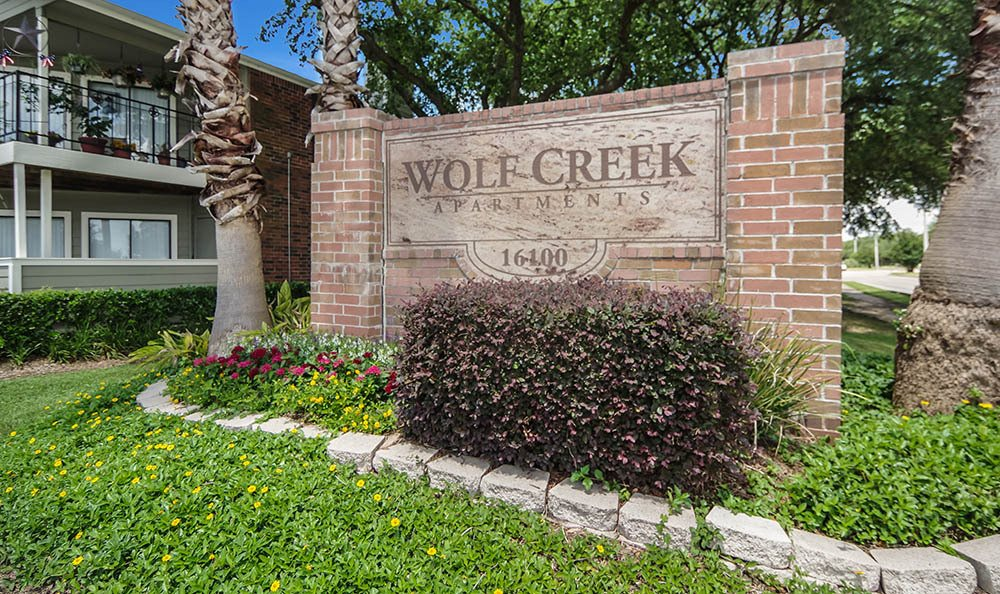 Main Monument Sign   League City Apartments For Rent   Wolf Creek