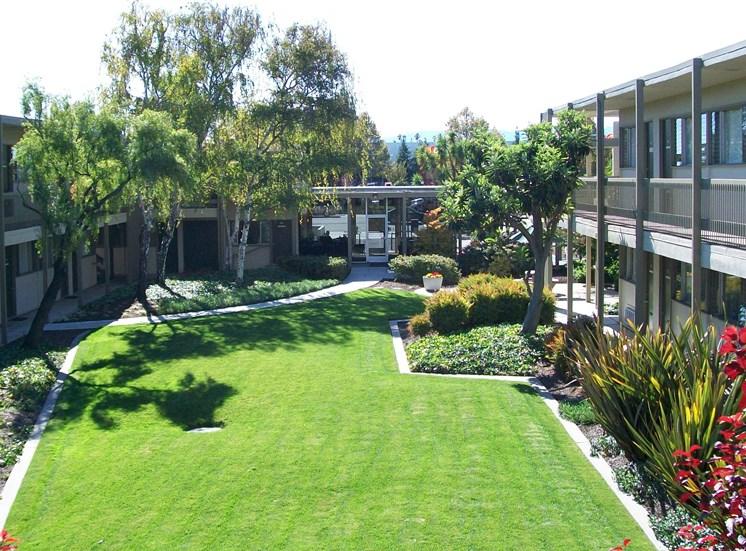 Beautiful Classic Garden Courtyard