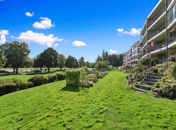Gardens and grass at Parkview Apartments, Boise, ID
