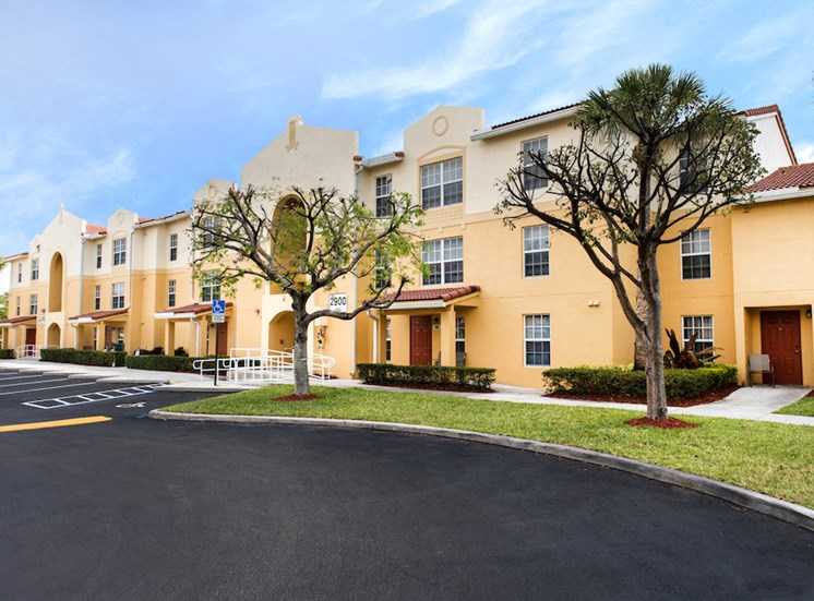 lush landscaping and well-kept sidewalks at Crystal Lake Apartments