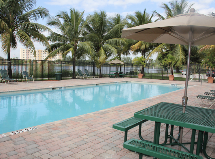Crystal Lake Apartment's poolside picnic tables