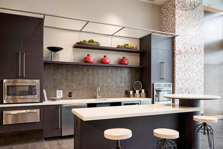 Fitted Kitchen With Island Dining at Indigo 301, King of Prussia, Pennsylvania