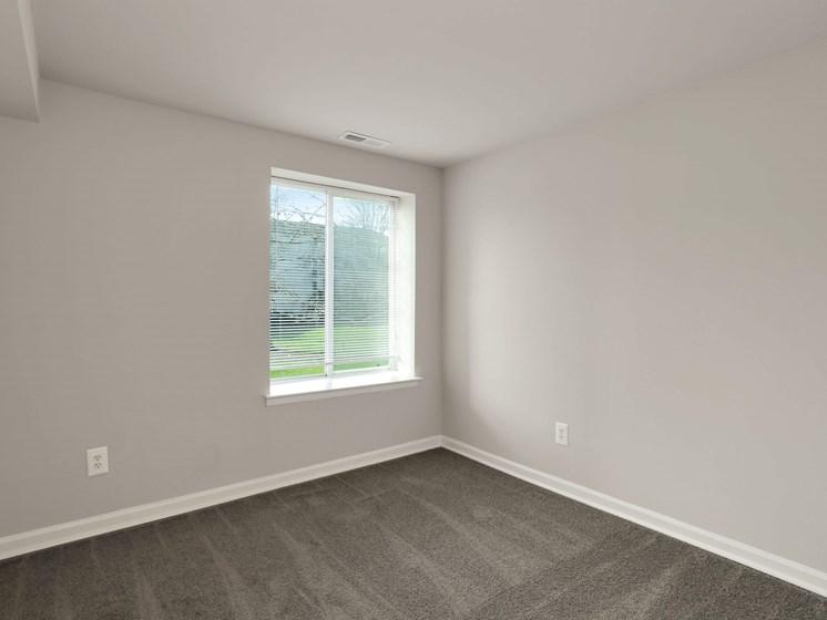 Empty bedroom with one window