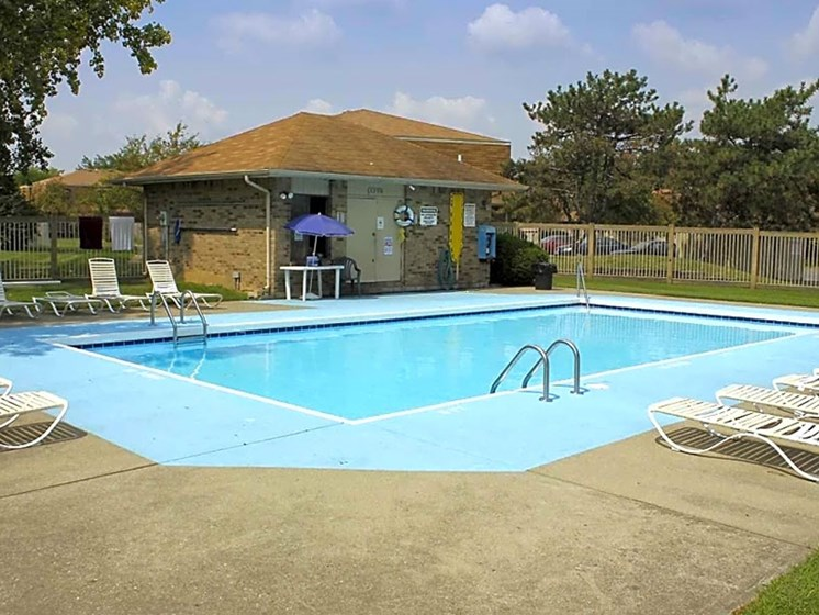 Outdoor Swimming Pool at Chatham Village Apartments, Columbus, OH