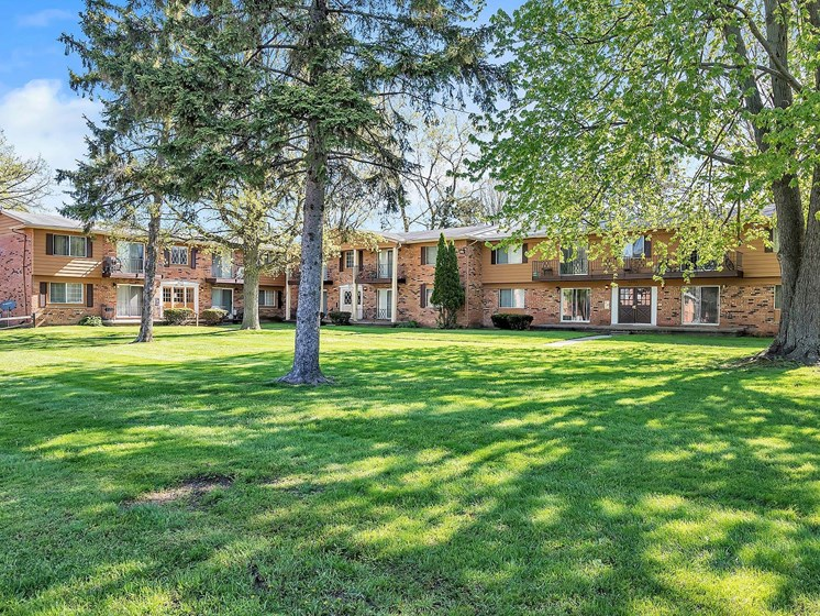 Exquisite Landscaped Garden at Rivershell Apartments, Lansing