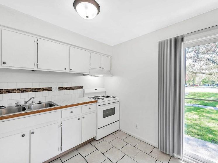 Gorgeous Kitchen Interior at Rivershell Apartments, Michigan