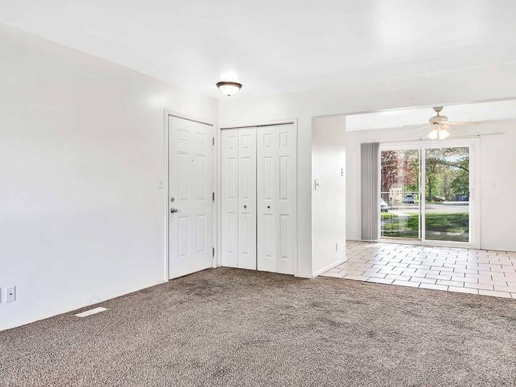 Spacious Living Room at Rivershell Apartments, Lansing, MI, 48911