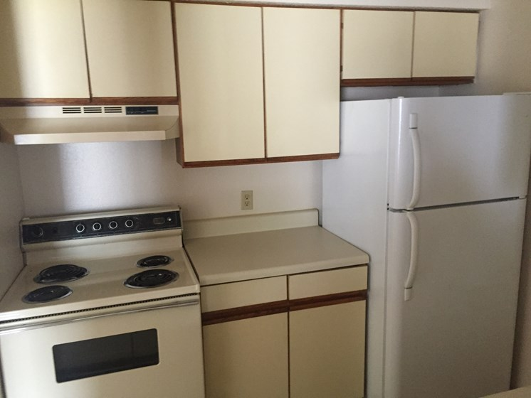 Fully Equipped Kitchen With Ample Storage at Walnut Trails Apartments, Elkhart, Indiana