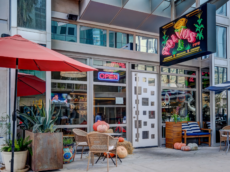 Walking distance retail - Polvos street view