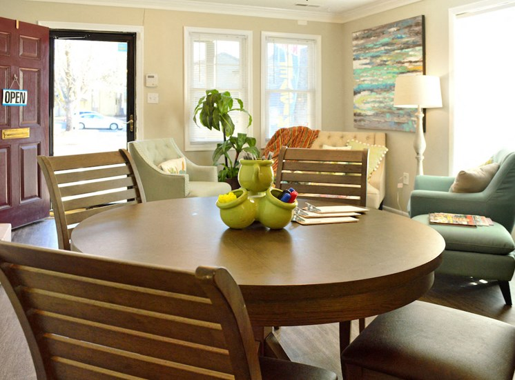 round table and four chairs in leasing office