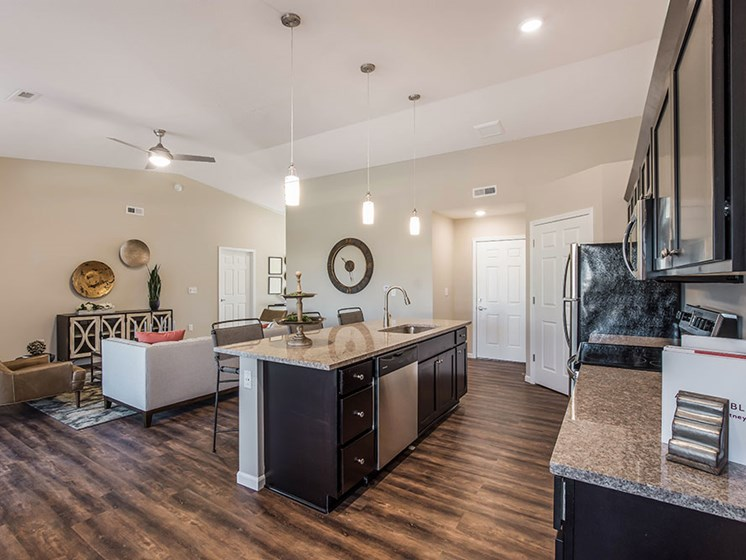 Simpsonville SC Apartment Rentals Redwood Simpsonville Neely Ferry Road Kitchen To Living