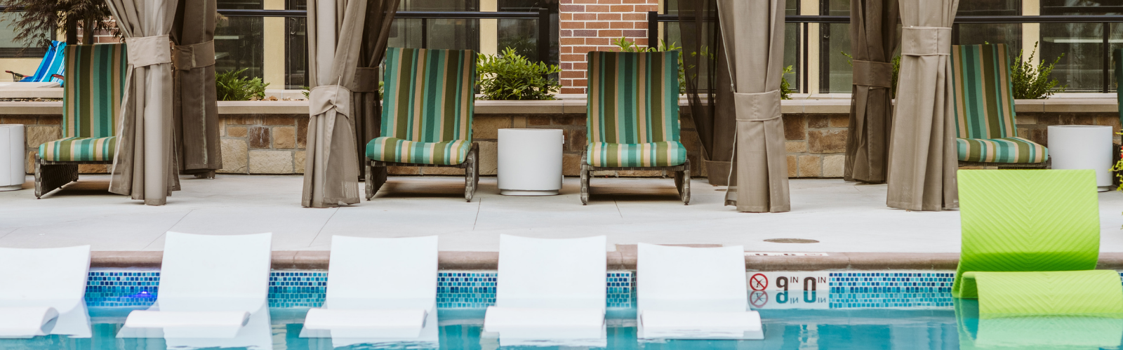 Luxury Swimming Pool Overland Park Apartments