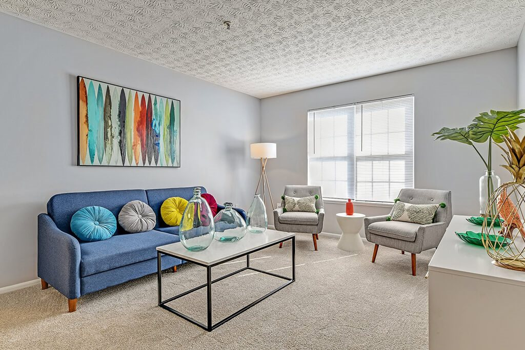 Living room decor at Trinity Lakes Apartments, Columbus, 43228