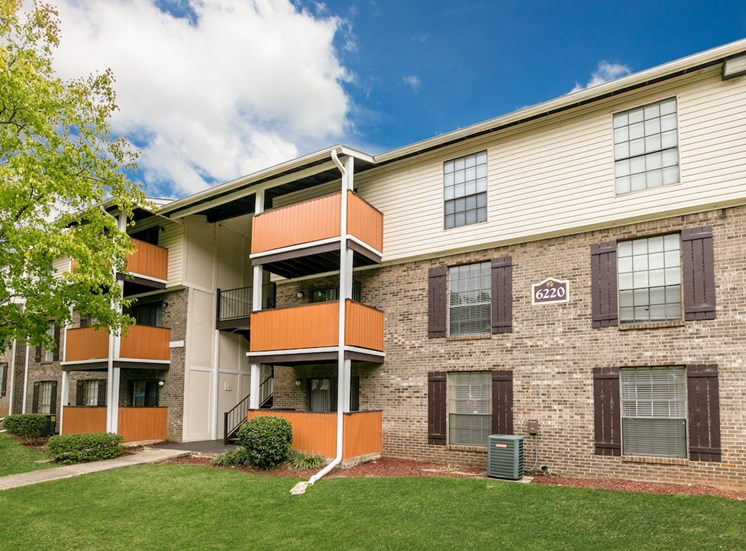 lush green surroundings at our Crestwood Apartments