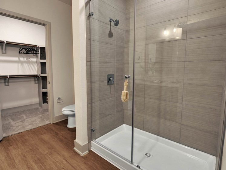 altair-tech-ridge-luxury-apartments-bathroom-4
