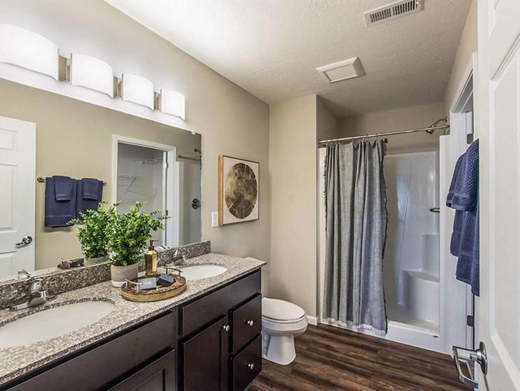 Southgate MI Apartment Rentals Redwood Southgate Gallery Bathroom