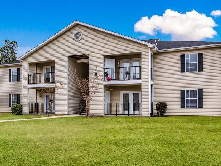 Elegant Exterior View at Bay Park Apartments, Mississippi, 39520