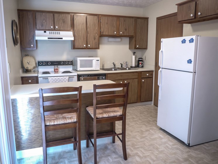 Fully Equipped Kitchen at Parkside at Maple Canyon, Ohio, 43299