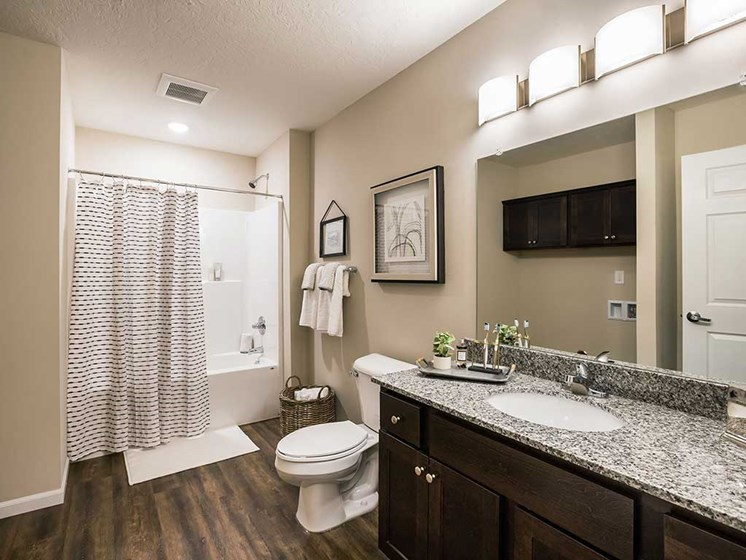 Mansfield OH Apartment Rentals Redwood Mansfield Gallery Bathroom