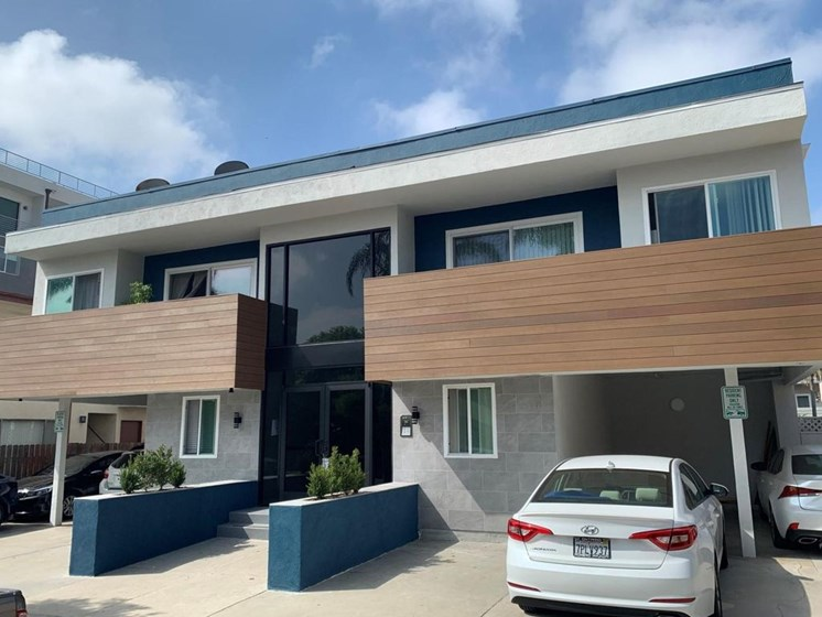 Front View of Building With Parking Available for Federal Ave Apartments in Sawtelle, CA