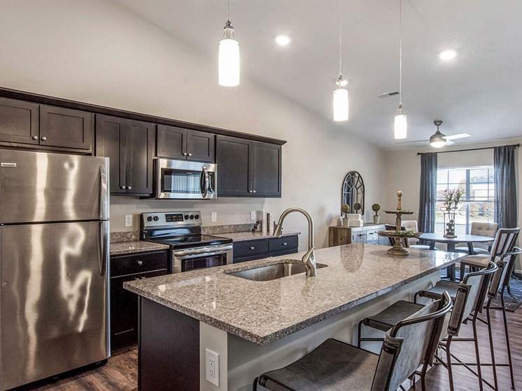 Cuyahoga Falls Apartment Rentals Redwood Living Redwood Cuyahoga Falls Bath Road Willowood Kitchen